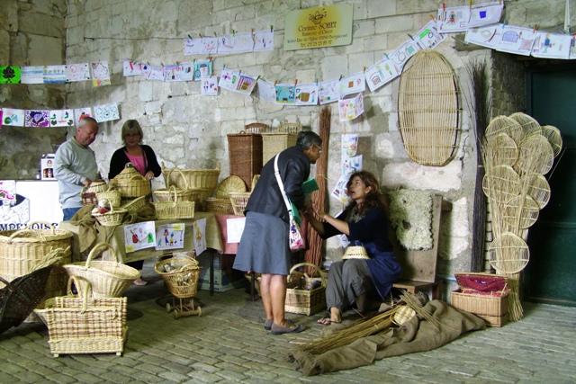 Vannerie au marché paysan d'Avaux