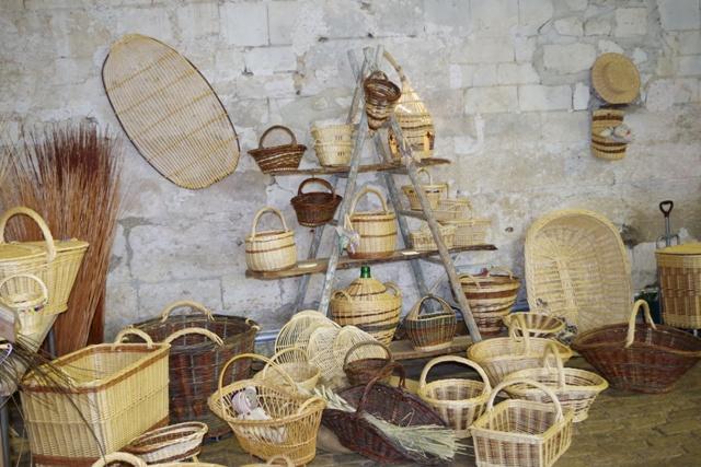 Vannier au marché paysan d'Avaux